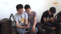 «Мама, не плачь». Сыновья из Синьцзяна воссоединились с матерью в Казахстане
