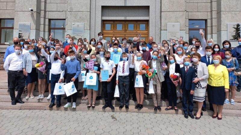 В Иркутской области власти ужесточили меры против ковида и собрали школьников на акцию