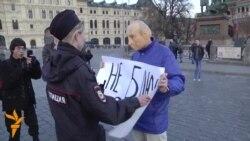 Уапсен демонстрант во Москва, медиумски форум во Астана