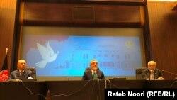 عبدالله عبدالله رئیس شورای عالی مصالحه ملی افغانستان در یک کنفرانس مطبوعاتی در دوحه