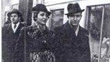 Ю.Вольфенгаут с подругой. Черновцы. 1930 гг.