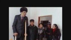 Кыргызстандагы эң узун адамга батир берилди