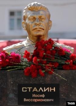 Бюст Сталина в Пензе