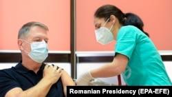 """Președintele României Klaus Iohannis, primul vaccin la Spitalul Militar """"Carol Davila"""", 15 ianuarie 2021"""