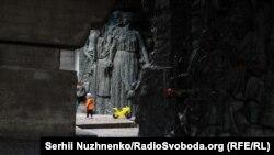 9 травня в Україні відзначали День перемоги над нацизмом.Основні заходи 9 травня у Києві відбувалися традиційно в Парку Вічної слави