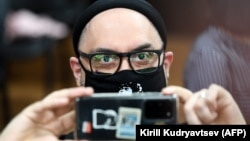 Russian theatre and film director Kirill Serebrennikov read a poem from his cell phone at the closing of his trial in Moscow on June 22.