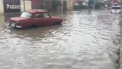 Baku Residents Find Humor In Flooding