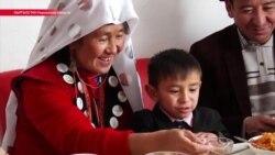 Готовить на плите и держать скотину в сарае. Чему еще научились 33 памирских киргиза из Афганистана