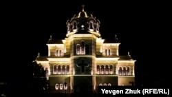 «Ночь музеев» в Херсонесе: волшебная подсветка, очереди, несоблюдение масочного режима, еж и кот (фотогалерея)