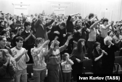 The audience goes wild at an Akvarium concert in the main hall of the Leningrad Rock Club in the 1980s.