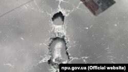 За даними поліції, по автомобілю випустили понад 10 куль