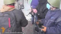 Протестувальники масово використовують «коктейлі Молотова»