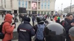 В Петербурге задерживают активистов на пикетах против поправок в Конституцию
