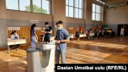 Один из избирательных участков в Оше. 11 июля 2021 года.
