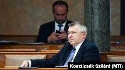 Szabó Zsolt a Parlamentben 2020. április 8-án