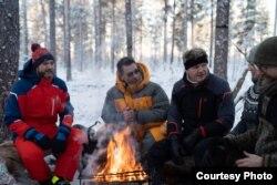 Съемочная группа Гордона Рамзи в лесу HaliPuu