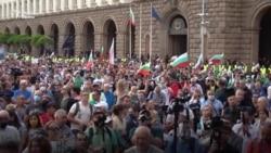 """""""Оставка!"""" На петия ден от протестите хората стават все повече"""