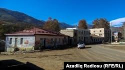 Таулы Қарабақтағы Хадрут қаласы. Қазан айында әзербайжан әскері қаланы бақылауға алғанын хабарлаған.