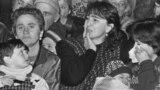 """2 декабря 1992 г. Абхазские беженцы, прибывшие в Тбилиси временно размещены в гостинице """"Иверия""""."""
