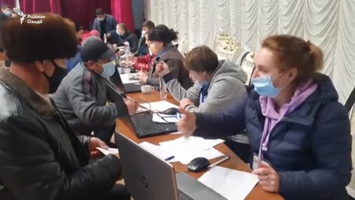 Без мигрантов не обойтись: российская компания начала набор таджикистанцев для работы на стройках Москвы