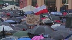 «Чорний протест» у Польщі: жінки мітингували проти заборони абортів (відео)