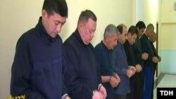 Туркменское телевидение показало обвиняемых в совершении преступлений и осуждённых бывших чиновников.