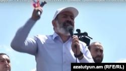 Nikol Paşinyan Sünikdə çəkiclə çıxış edərkən
