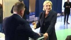 Fransa prezidentliyinə digər namizədlər Marine Le Pen, Francois Fillen və Jean-Luc Melenchon səs verirlər