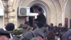 В Абхазии штурмуют президентскую администрацию