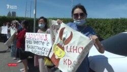 Нұр-Сұлтанда полиция Назарбаев пен Тоқаевты сынағандарды күштеп әкетті