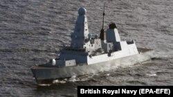 Britaniya kral hərbi dəniz qvvələrinin Defender minadaşıyanı (Arxiv fotosu)