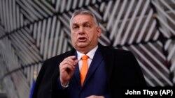 Orbán Viktor az Európai Tanács brüsszeli ülésére érkezik 2020. december 10-én.