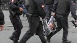 Сотни задержанных в Петербурге