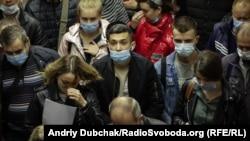 Украина- луѓе со маски во метрото во Киев, 07.10.2020