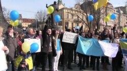 Мовчазним флешмобом відзначили львів'яни річницю окупації Криму