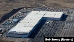 Фабрика компании Tesla в штате Невада, США.