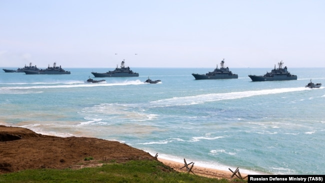 Кораблі Чорноморського флоту Росії під час навчань в Чорному морі, 22 квітня 2021 року