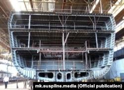 В Міноборони стверджують, що на сьогодні виготовлені блоки 1-7 основного корпусу корабля та блок 8 надбудови. Фото Суспільне Миколаїв, червень 2021 року