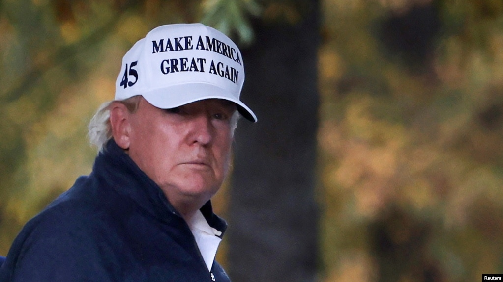 Гузоришҳо: Трамп дар бораи имкони зарба ба маконҳои ҳастии Эрон суол кардааст