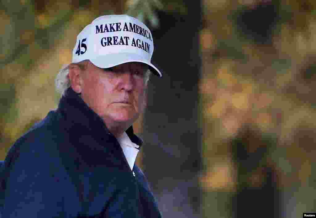 Президент США Дональд Трамп повертається до Білого дому після того, як засоби масової інформації оголосили кандидата в президенти США Джо Байдена переможцем президентських виборів 2020 року. Вашингтоні, 7 листопада 2020 року