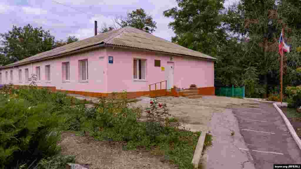 Главный корпус общеобразовательной школы в Украинке
