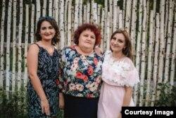 Лариса Чаплинская с дочерьми