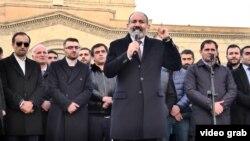 Nikol Paşinyan, Yerevanda mitinqdə çıxış edir