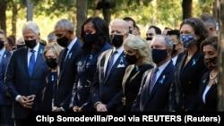 Траурная церемония в Нью-Йорке: (слева направо) Билл и Хиллари Клинтон, Барак и Мишель Обама, Джон и Джилл Байден, Майкл Блумберг и Дайана Тэйл