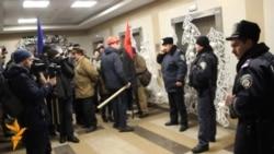 Свободівці штурмували офіс ДТЕК