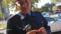"""Полиция журналисті """"қателесіп"""" ұстағанын айтады"""