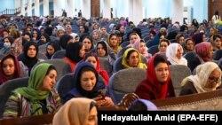 شماری از زنان افغانستان در تالار لویه جرگه به مناسبت هشتم مارچ گردهم آمده اند