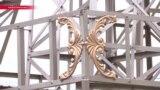 Житель Астаны построил во дворе дома огромную Эйфелеву башню
