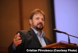 Cristian Pîrvulescu consideră că implicarea în achiziția de vaccin nu face decât să întărească poziția Comisiei Europene.
