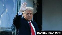 Оқ уйни тарк этаётган Дональд Трамп, Вашингтон, 2021 йил 20 январи